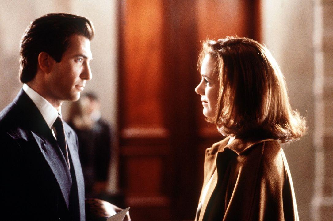 Durch und durch eine beherrschte Geschäftsfrau: Dorey Walker (Elizabeth Perkins, r.) ist überzeugt, in ihrem Leben keinen Platz für Männer zu ha... - Bildquelle: 20th Century Fox