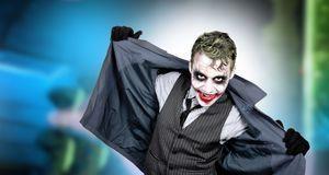 Als echter Joker schminken Sie sich nicht nur – Sie hüpfen in den passenden D...