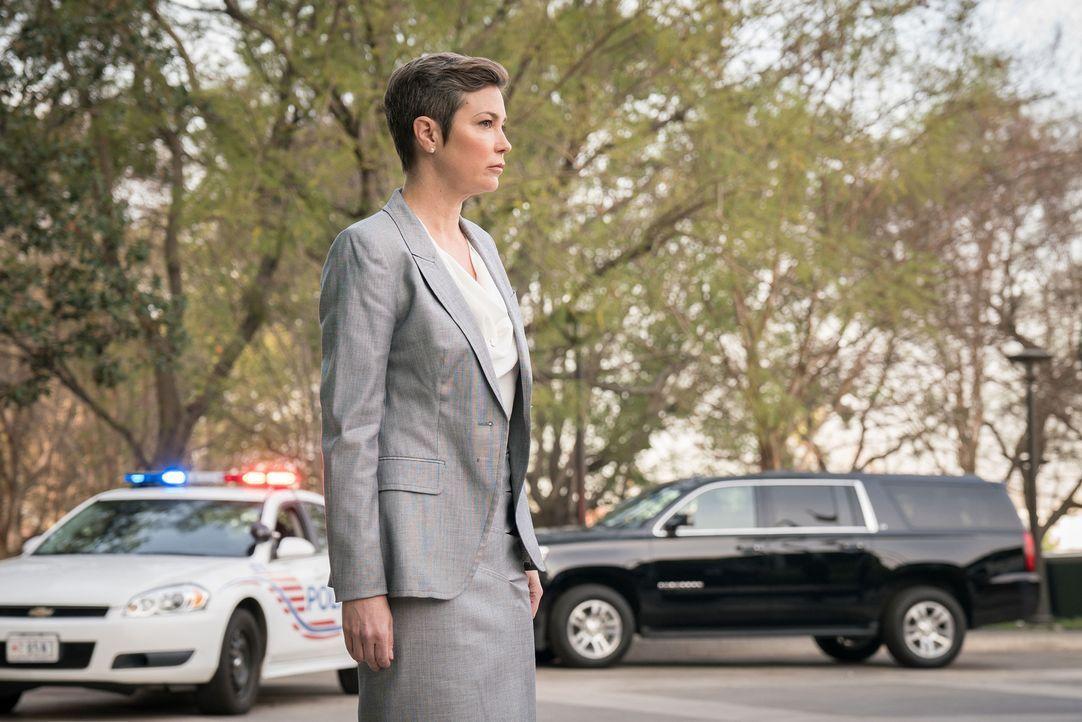 Die unnachgiebige FBI-Agentin Linda Barnes (Kim Rhodes) hat ihr Ziel erreicht: Die BAU ist handlungsunfähig und besteht nur noch aus Luke, Matt und... - Bildquelle: Brandon Hickman 2017 CBS Broadcasting, Inc. All Rights Reserved/Brandon Hickman