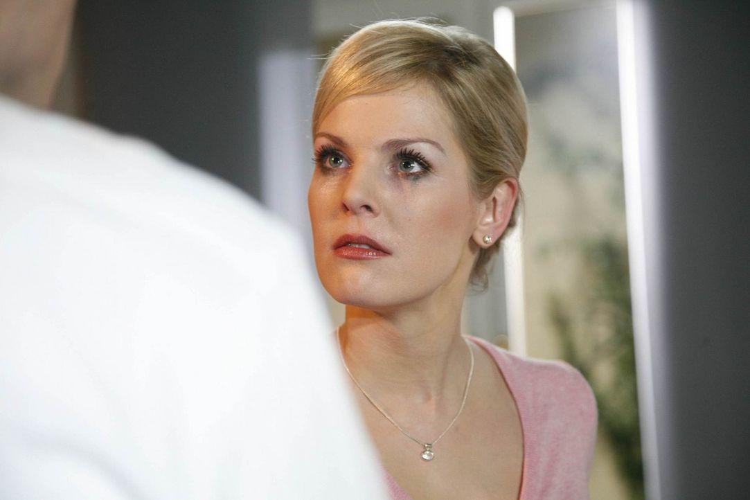 Alexandra (Ivonne Schönherr) ist tief verletzt, als sie erfährt, dass Mark ihr die Begegnung mit Manu verschwiegen hat ... - Bildquelle: SAT.1