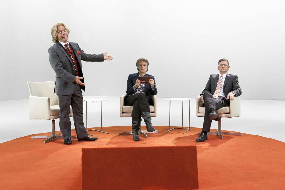 Thomas Gottschalk (Bernhard Hoëcker, l.) begrüßt seine Gäste Günter Jauch (Michael Kessler, r.) und Renate Künast (Martina Hill, M.) im Studio ...... - Bildquelle: Kai Schulz ProSieben