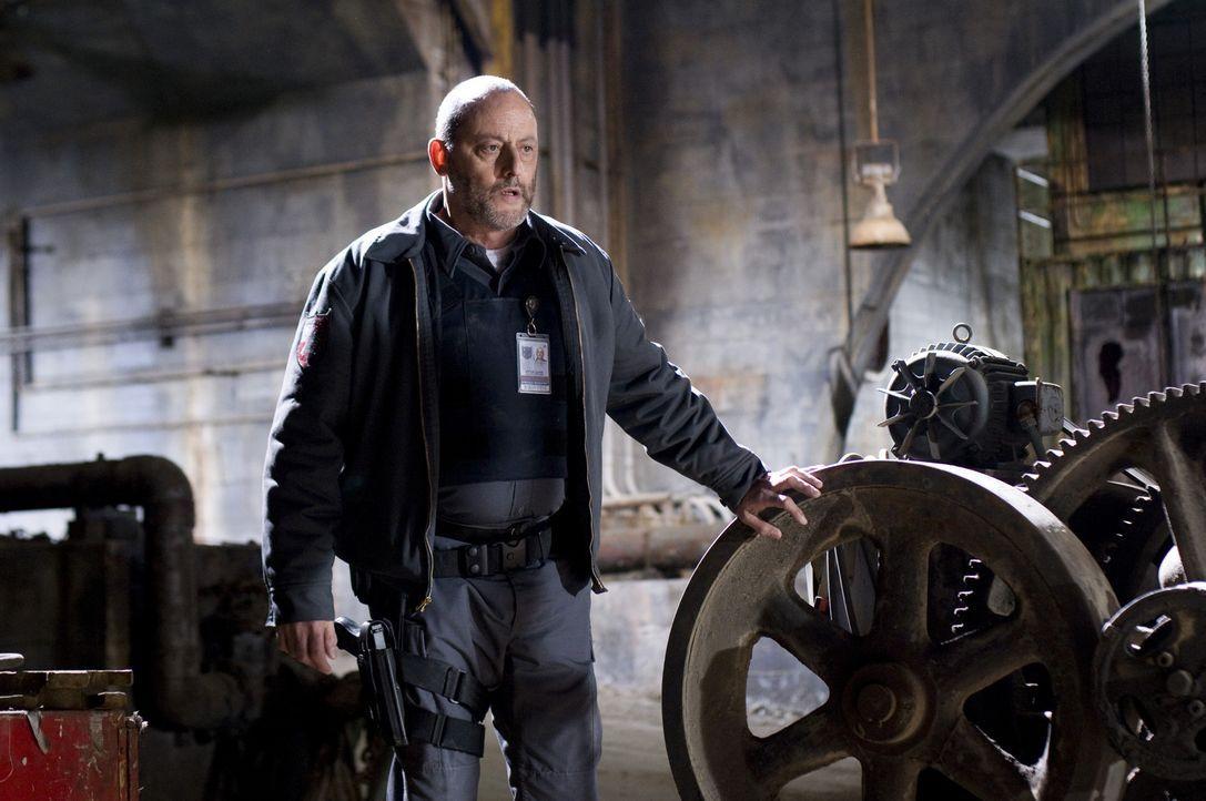 Schon bald muss Quinn (Jean Reno) einsehen, dass der scheinbar idiotensichere Plan, der durch einen unvorhergesehenen Zeugen durchkreuzt wurde, völ... - Bildquelle: Lacey Terrell 2009 Screen Gems, Inc. All Rights Reserved.