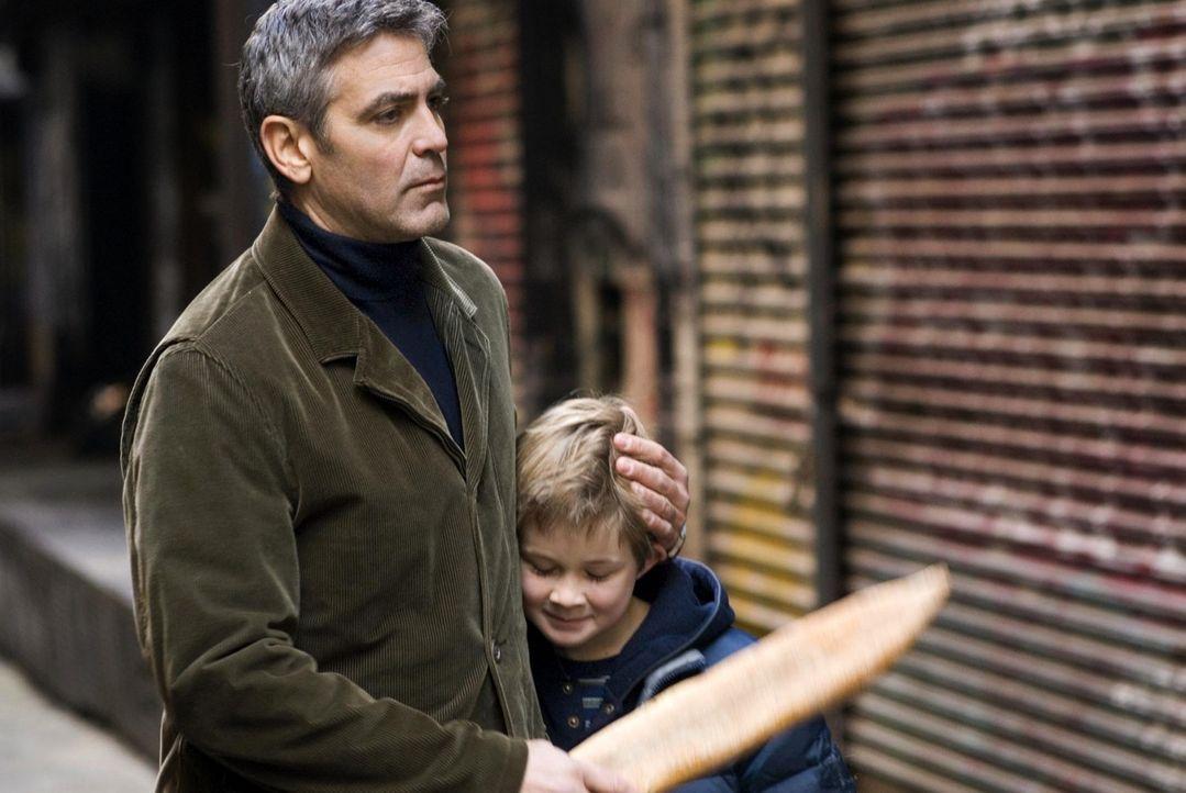 Die Spielschulden fressen Michael (George Clooney, l.) auf, auch wenn er seit nahezu einem Jahr nicht mehr rückfällig wurde. Um Henry (Austin Willia... - Bildquelle: Constantin Film Verleih GmbH