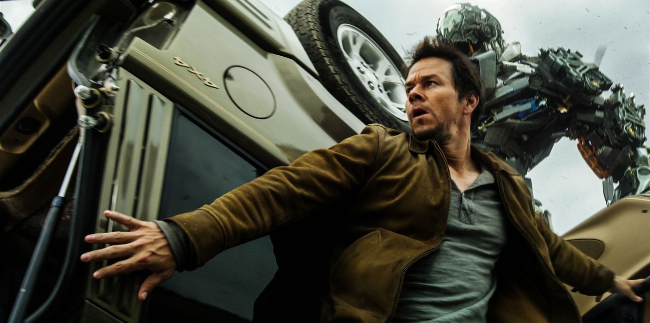 Als der Tüftler Cade Yaeger (Mark Wahlberg) beschließt, dem sich transformierenden Alien Optimus Prime und seinen Anhängern, den Autobots, zu helfen... - Bildquelle: (2016) Paramount Pictures. All Rights Reserved. TRANSFORMERS, its logo & all related characters are trademarks of Hasbro & are used with permission.