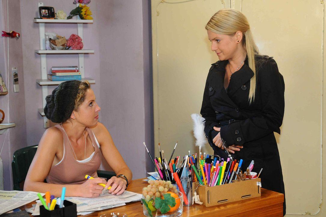 Anna (Jeanette Biedermann, r.) hat eine besondere Überraschung für Nina (Maria Wedig,l.) ... - Bildquelle: SAT.1