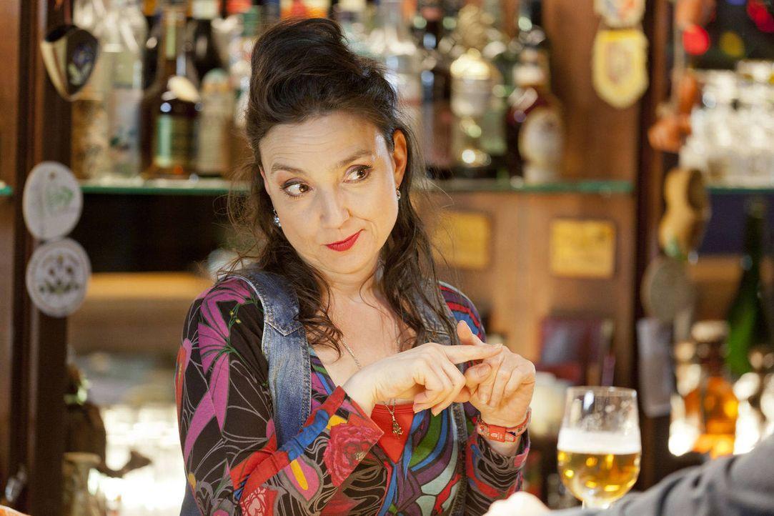 (3. Staffel) - Uschi (Tatjana Clasing) verliebt sich ... - Bildquelle: Martin Rottenkolber SAT.1