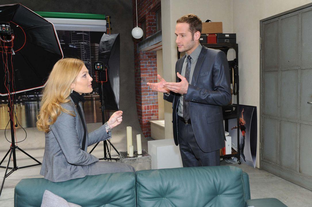 David (Lee Rychter, r.) und Annett (Tanja Wenzel, l.) fragen sich entsetzt, was die Verwanzung von Davids Wohnung für sie bedeutet. - Bildquelle: SAT.1