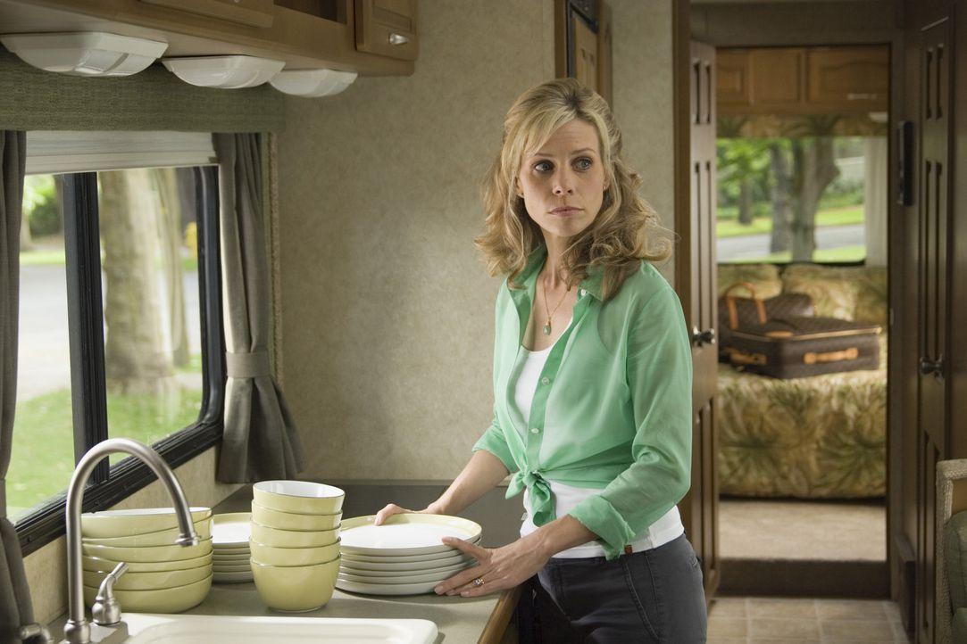 Hat sich ihren Urlaub eigentlich anders vorgestellt: Jamie Munro (Cheryl Hines) ... - Bildquelle: Sony Pictures Television International. All Rights Reserved.
