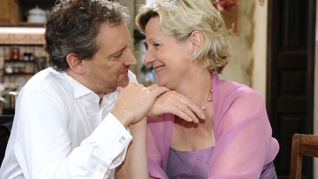 Anna-und-die-Liebe-Folge-312-04-Sat1-Oliver-Ziebe - Bildquelle: SAT.1/Claudius Pflug