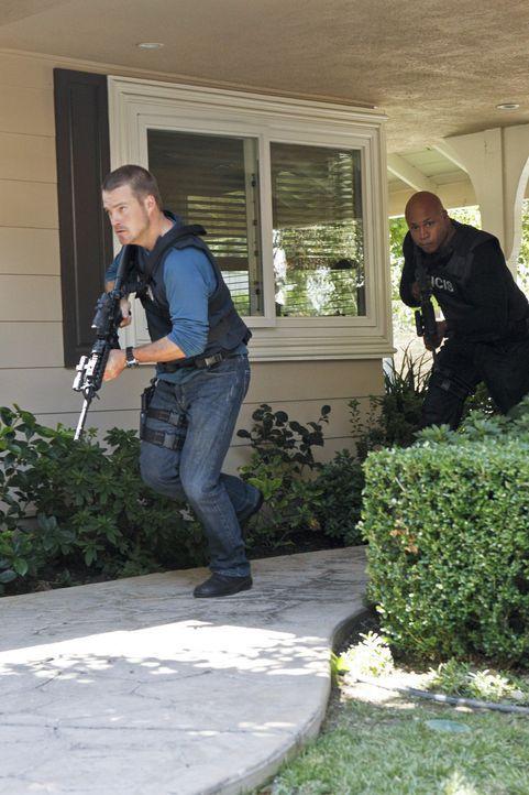 Setzen immer wieder ihr eigenes Leben aufs Spiel: Sam (LL Cool J, r.) und Callen (Chris O'Donnell, l.) ... - Bildquelle: CBS Studios Inc. All Rights Reserved.