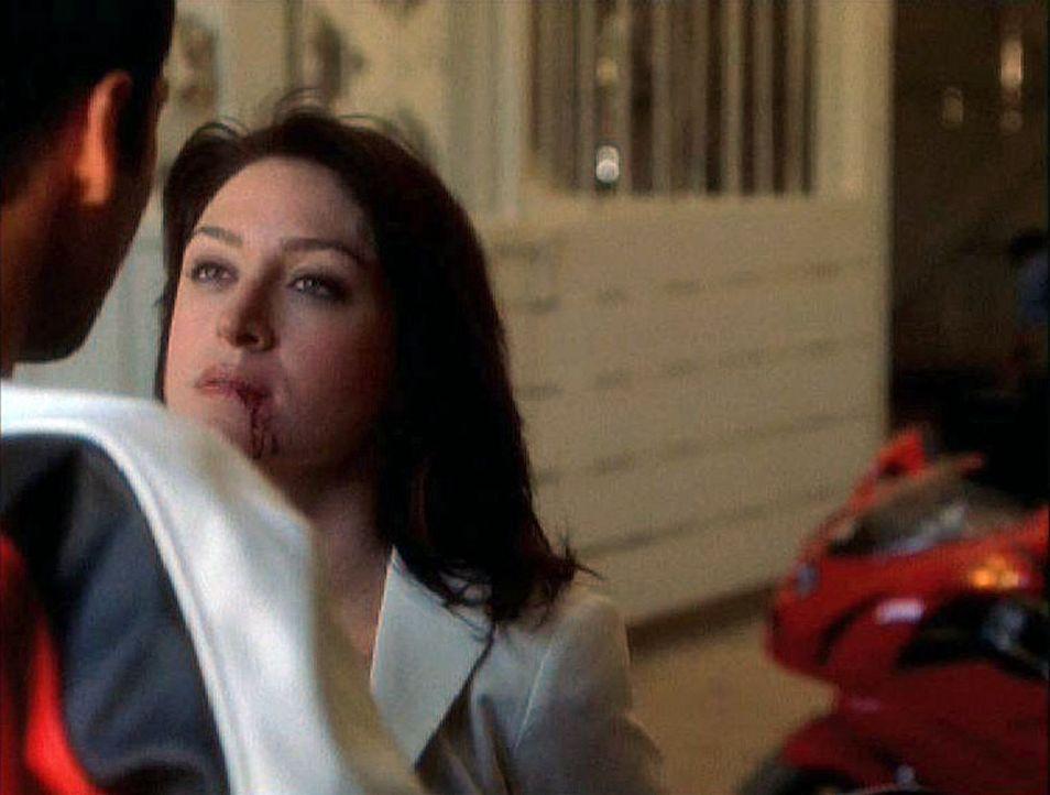 Als der Geiselnehmer tatsächlich auftaucht, scheint sich Gibbs` Vorahnung zu erfüllen, denn Kate (Sasha Alexander, r.) wird entführt. - Bildquelle: CBS Television