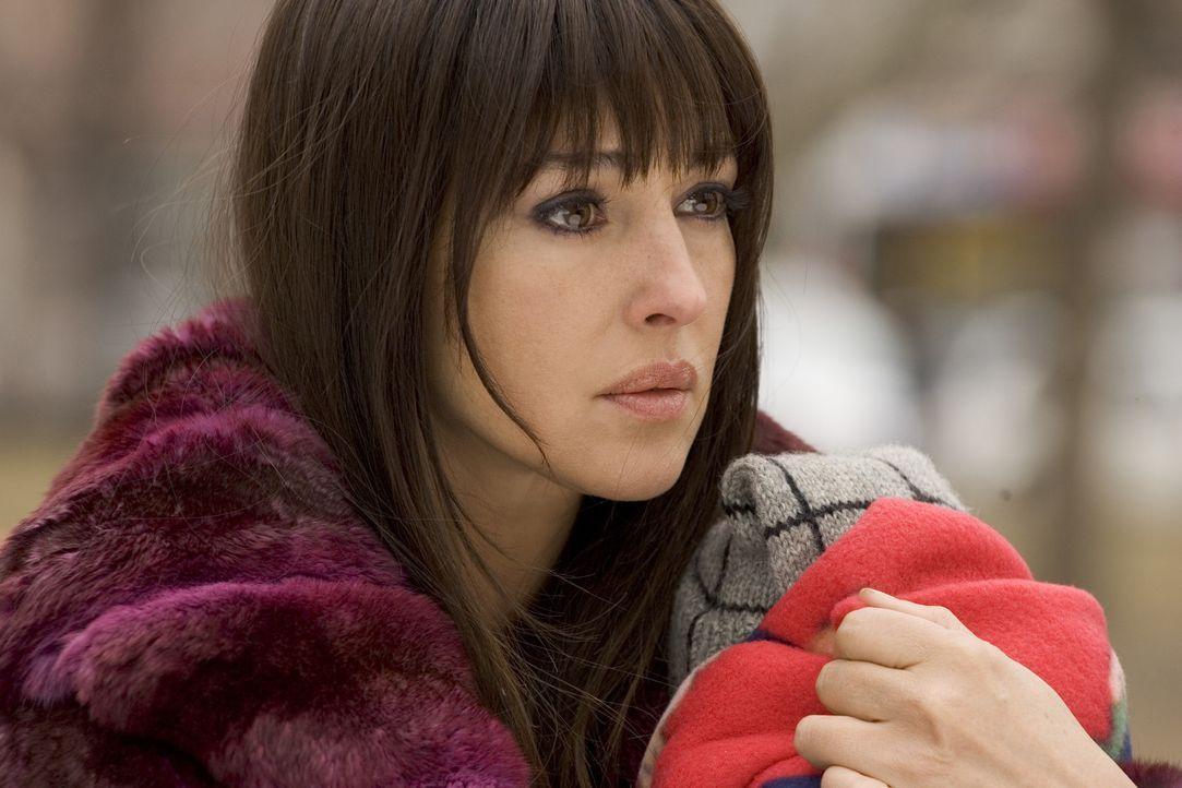 Versucht verzweifelt, ein Baby vor gnadenlosen Killern zu retten: Donna (Monica Bellucci) ... - Bildquelle: 2007 Warner Brothers International