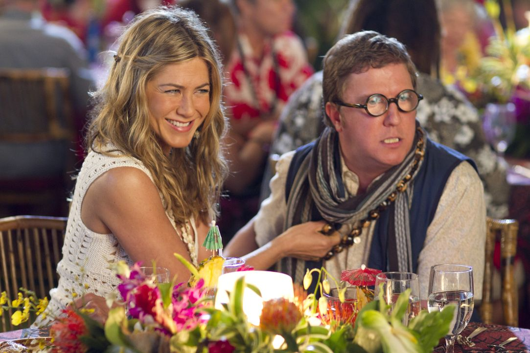 Für Katherine (Jennifer Aniston, l.) wird ein Alptraum wahr: Ausgerechnet Dannys unausstehlicher Cousin Eddie (Nick Swardson, r.) soll die Rolle ih... - Bildquelle: 2011 Columbia Pictures Industries, Inc. All Rights Reserved.