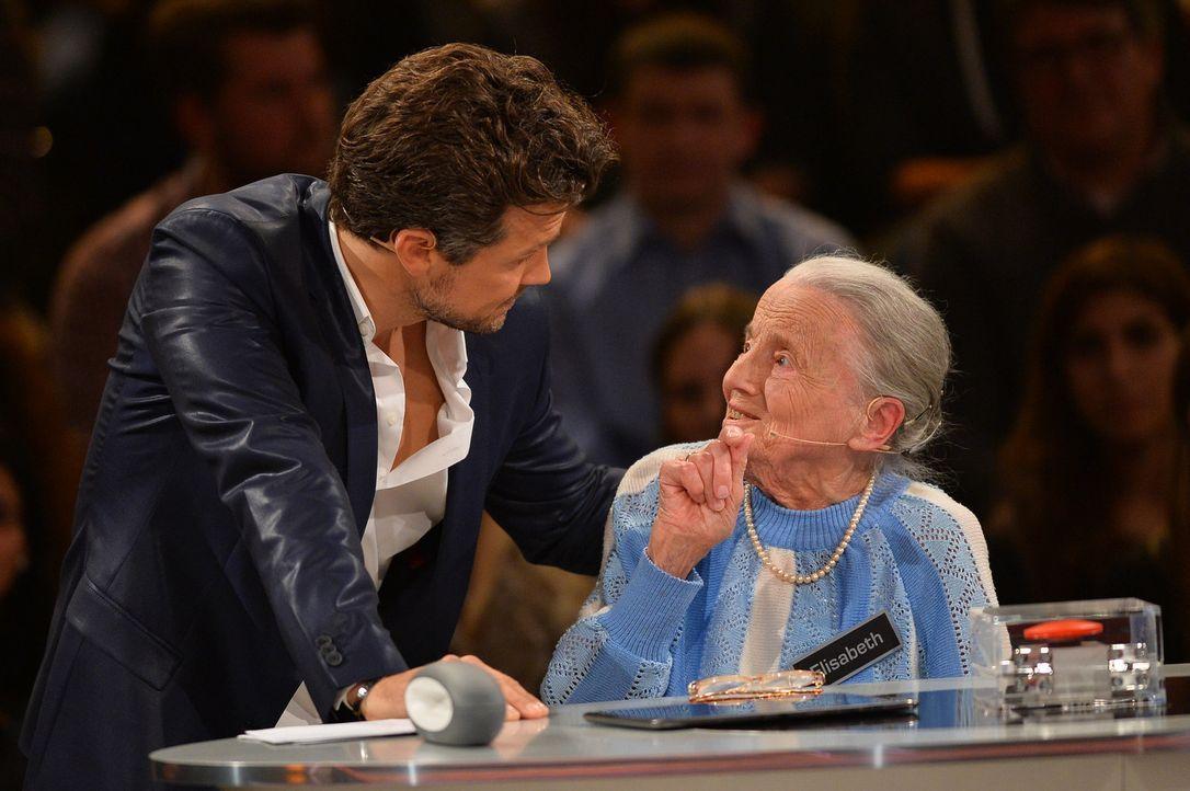 """20 Boxen und die Möglichkeit, 250.000 Euro mit nach Hause zu nehmen - für die Kandidatin Elisabeth (r.) heißt es """"Deal or no Deal""""! Wird Moderator W... - Bildquelle: Willi Weber SAT.1"""