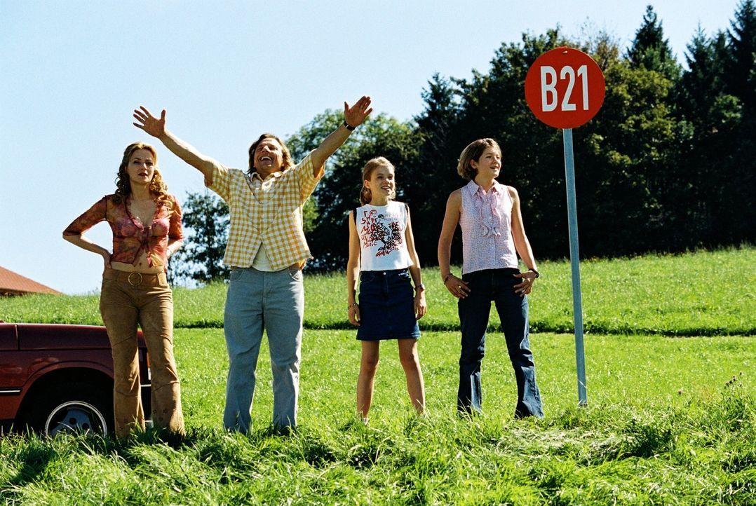 Das Leben könnte so schön sein. Max (Richy Müller, 2.v.l.) will für Paula (Martina Gedeck, l.) und ihre beiden Töchter Fidel (Anja Sommavilla, r.) u... - Bildquelle: Erika Hauri Sat.1