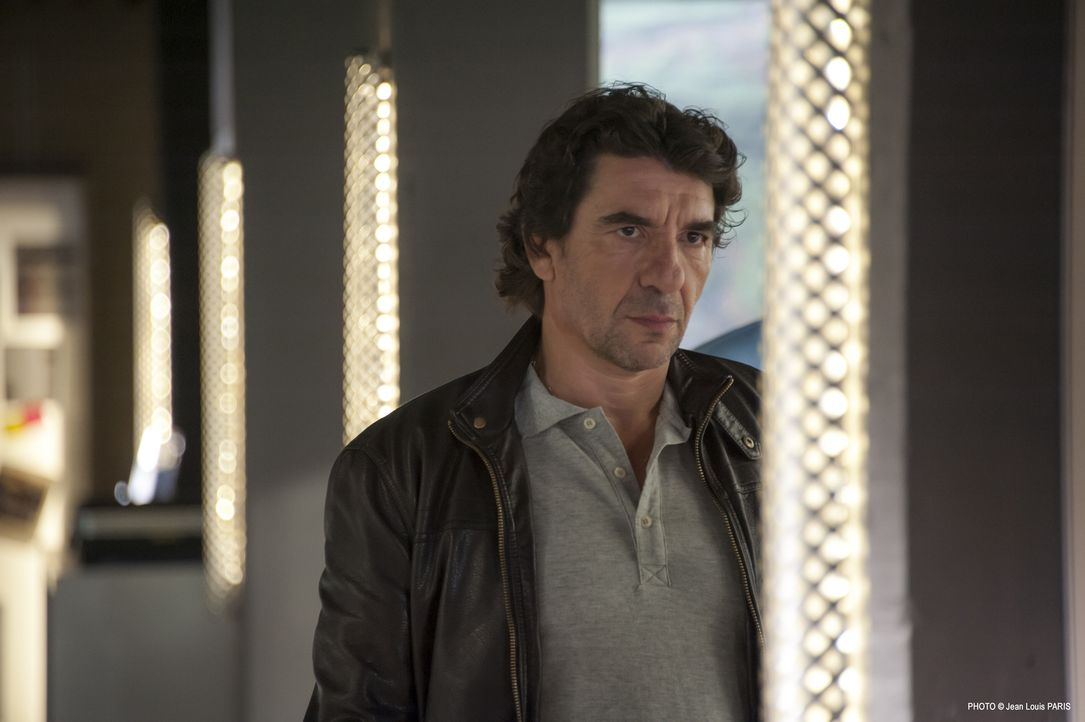 Hat Bertaud (Albert Goldberg) etwas mit dem Mord an einem jungen Verkaufstalent zu tun? - Bildquelle: Jean Louis PARIS