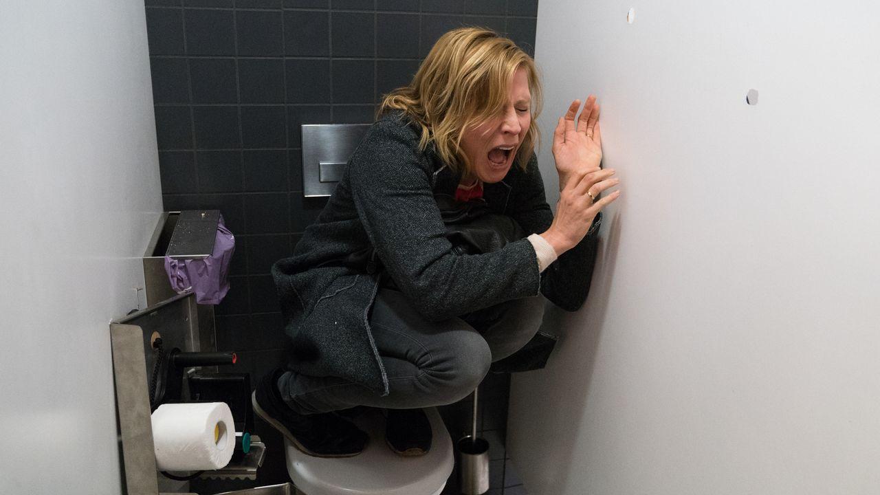 Als Rebecca (Franziska Weisz) versucht, die Unschuld ihres Mannes zu beweisen, gerät sie selbst in tödliche Gefahr ... - Bildquelle: Marc Reimann SAT.1/Marc Reimann
