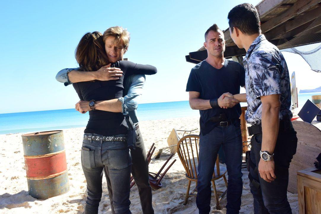 Als MacGyver (Lucas Till, 2.v.l.) und das Team nach Hawaii reisen, um bei der Erdbeben-Hilfsaktion zu helfen, tun sie sich mit Chin (Daniel Dae Kim,... - Bildquelle: Norman Shapiro 2017 CBS Broadcasting, Inc. All Rights Reserved
