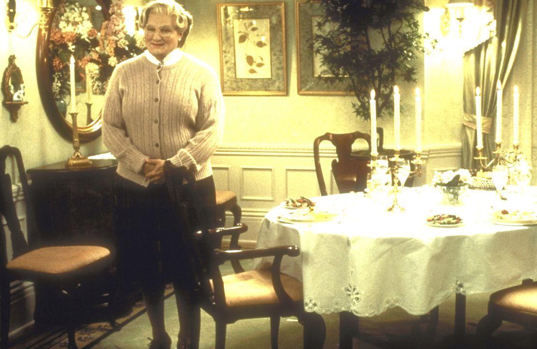 Als Haushälterin ist der Stimmenimitator und Synchronsprecher Daniel Hillard (Robin Williams) unschlagbar ... - Bildquelle: 20th Century Fox