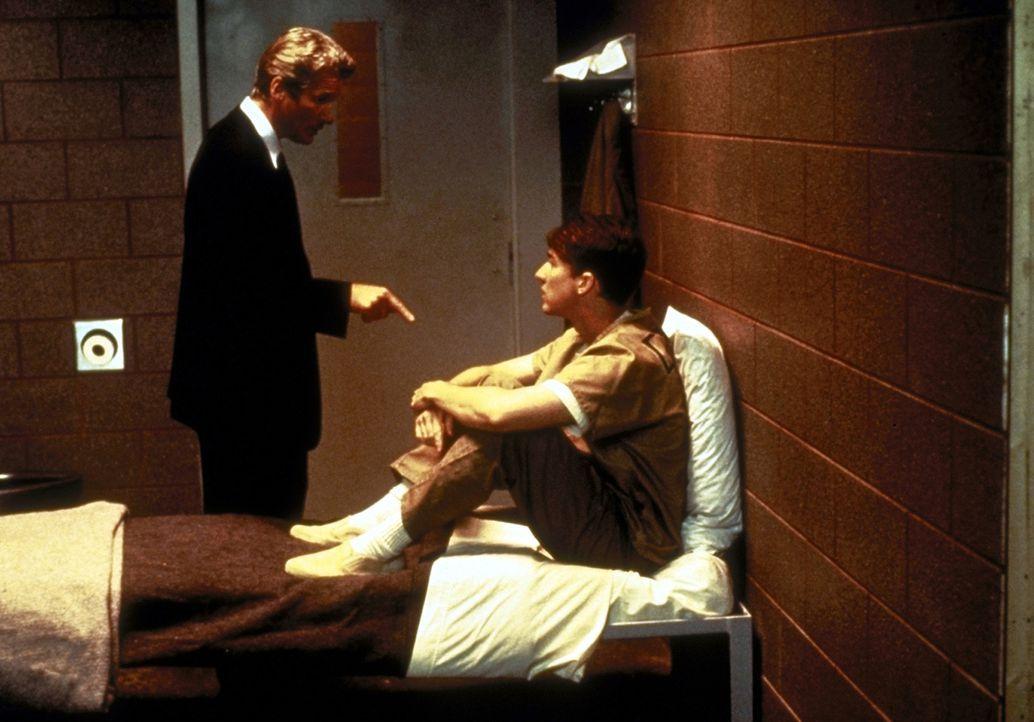 Obwohl am Schicksal des Häftlings nicht sonderlich interessiert, gerät Martin Vail (Richard Gere, l.) schon bald in den Bann des charismatischen Ang... - Bildquelle: PARAMOUNT PICTURES CORPORATION
