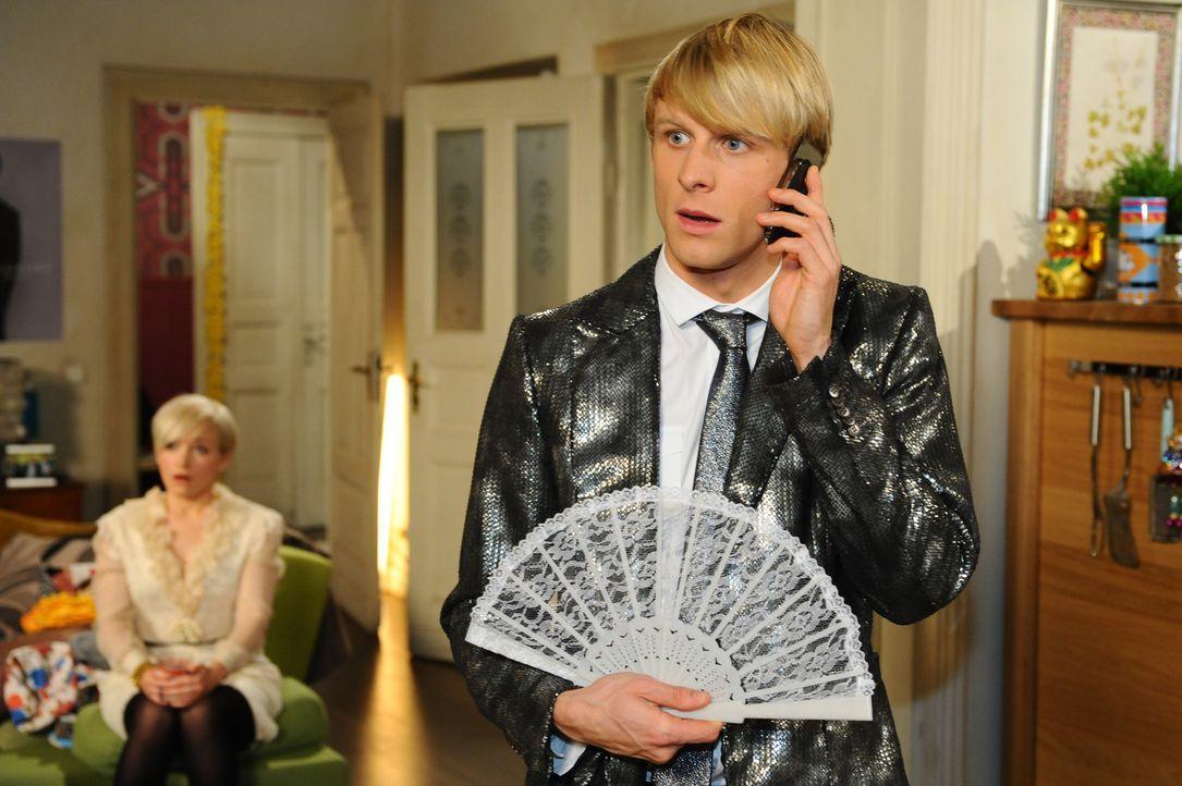 Virgin (Chris Gebert, r.) ist verzweifelt, weil Olivia (Kasia Borek, l.) nicht heiraten möchte ... - Bildquelle: SAT.1