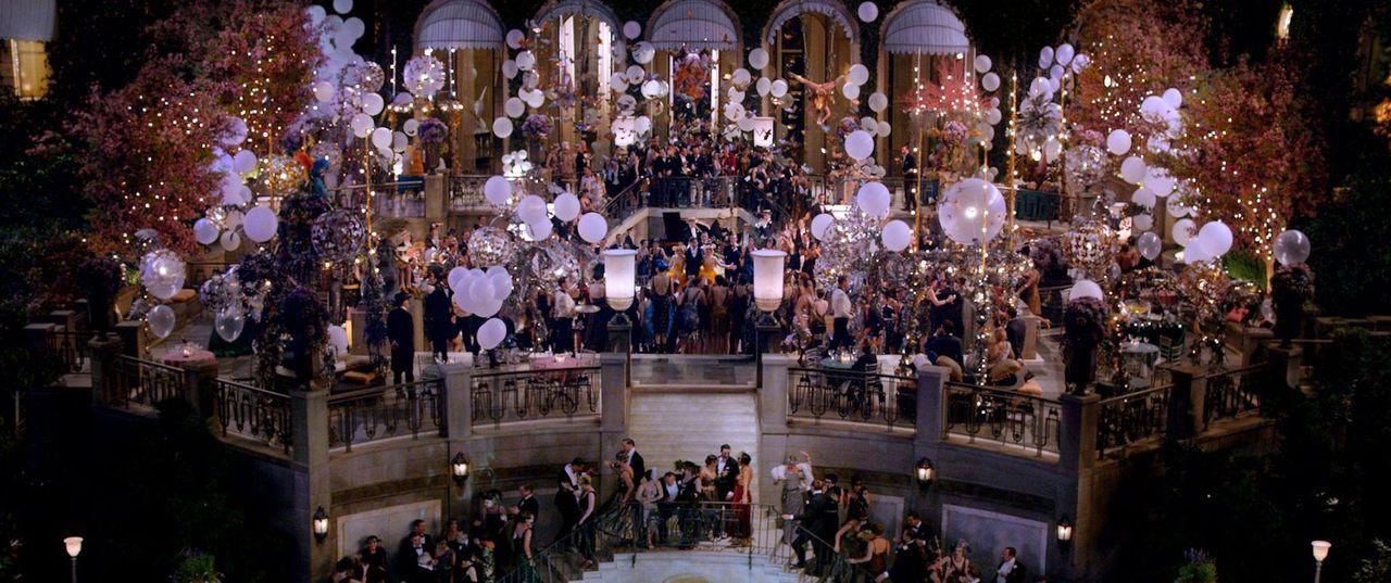 Rauschende Feiern, überwältigende Dekadenz und faszinierende Sensationen machen das Anwesen von Gatsby zum Mittelpunkt der New Yorker High Society.... - Bildquelle: 2012 Warner Brothers