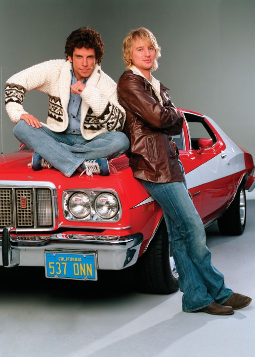 """Die beiden coolen Cops David Starsky (Ben Stiller, l.) und Ken """"Hutch"""" Hutchinson (Owen Wilson, r.) lieben ein ganz besonderes Gemüse: ihren 435 PS... - Bildquelle: Buena Vista International"""