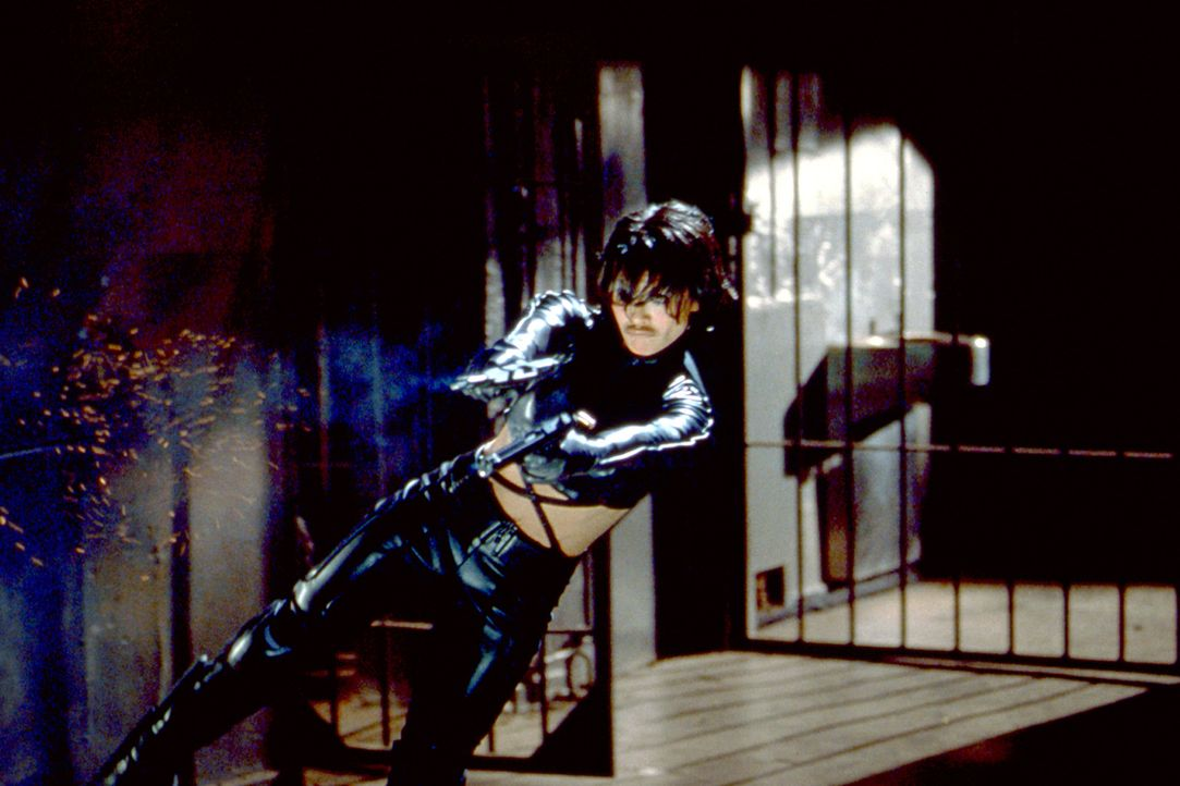 Sie ist absolut tödlich: 49er Six (Nia Peeples) ... - Bildquelle: 2003 Sony Pictures Television International. All Rights Reserved.
