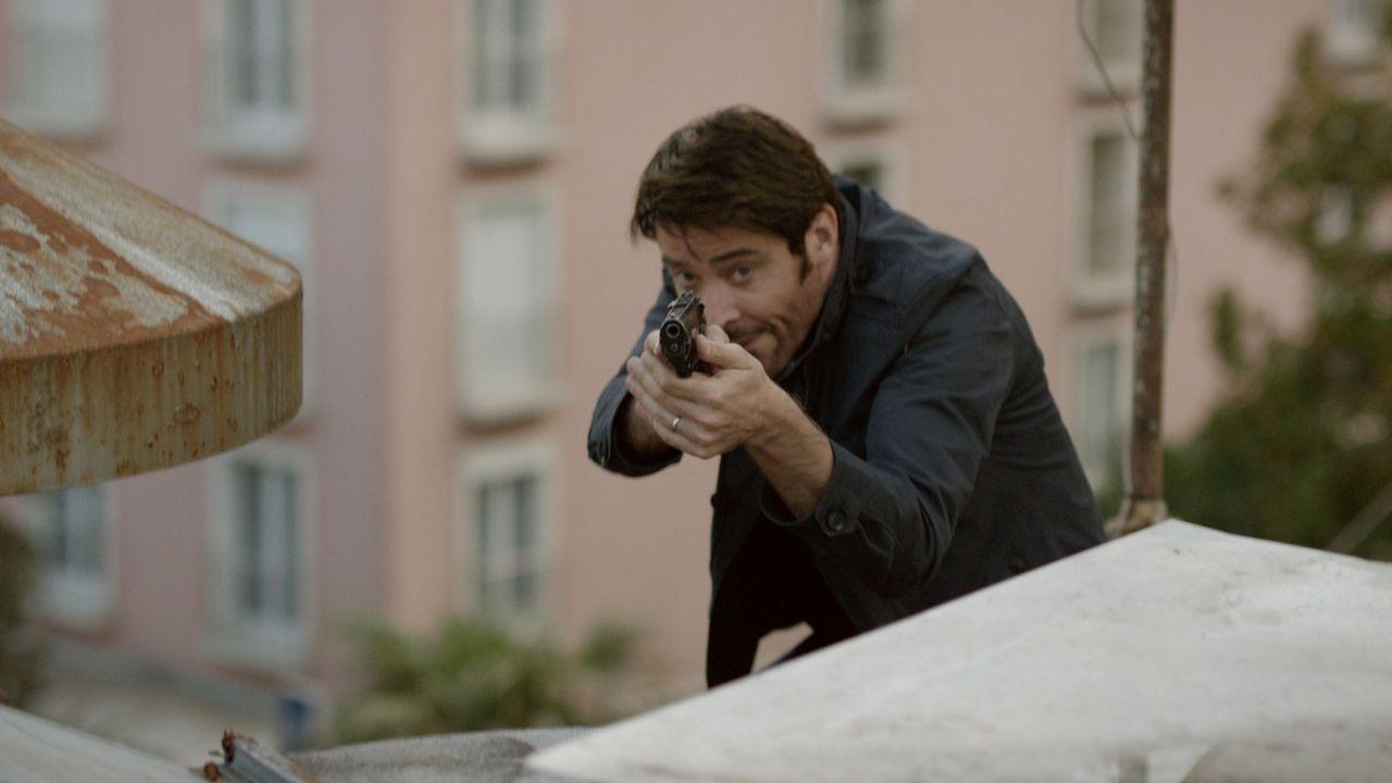 Hat einen Mörder im Visier: Inspector Constante (Goran Visnijc) ... - Bildquelle: Tandem Productions GmbH. All rights reserved.