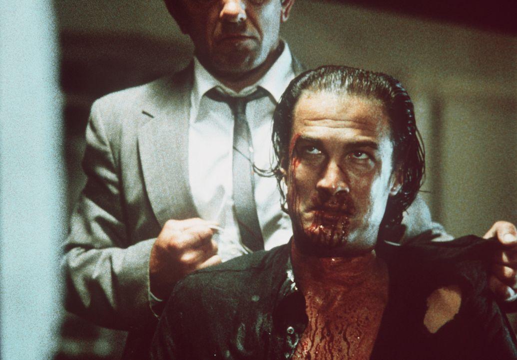 So einfach wird die Chicagoer Drogenszene Nico Toscani (Steven Seagal, r.) nicht los ... - Bildquelle: Warner Bros.