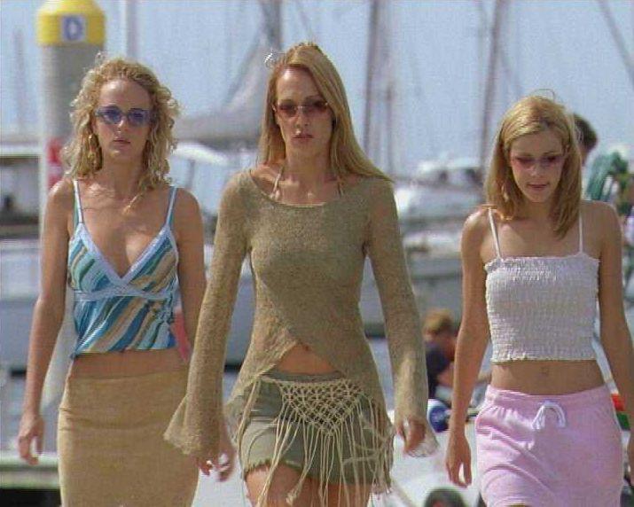 Die drei Schwestern (v.l.n.r.) Venus (Nikita Ager), Diana (Erika Heynatz) und June (Sarah Laine) sind nicht nur echte Frauen, sondern vor allem wasc... - Bildquelle: Licensed by CBS International Television