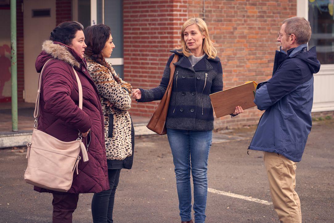 (v.l.n.r.) Kim (Nadja Zwanziger); Mel (Tanya Erartsin); Hannah (Pina Kühr); Stefan (Michael Kessler) - Bildquelle: Frank Dicks SAT.1 / Frank Dicks