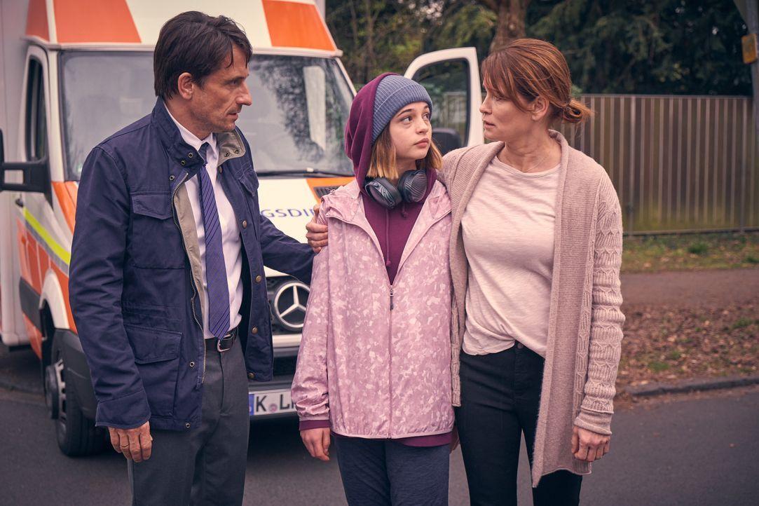 (v.l.n.r.) Peter (Oliver Mommsen); Lara (Lisa Marie Koroll); Susanne (Anja Kling) - Bildquelle: Frank Dicks SAT.1 / Frank Dicks