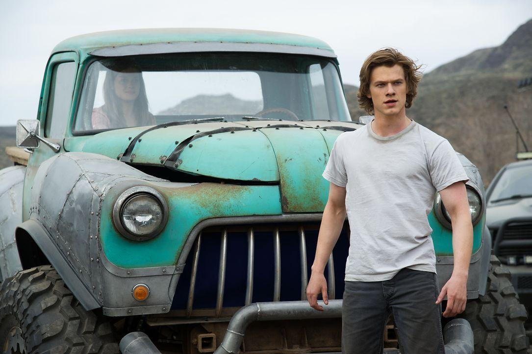 Ein Junge (Lucas Till), ein Truck, eine Mission - kann Tripp sein Monster wieder nach Hause bringen? - Bildquelle: Kimberley French 2016 Paramount Pictures. All Rights Reserved./Kimberley French