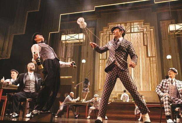 Paramour Broadway - Akrobaten an der Bar