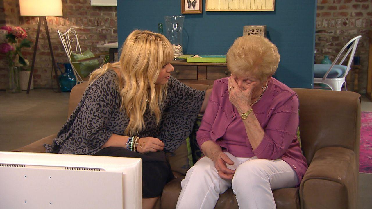 Edeltraut (r.) hofft auf die Hilfe von Julia Leischik (l.), doch wird diese ihre Tochter finden, die sie vor 55 Jahren auf Drängen ihres Mannes abge... - Bildquelle: SAT.1