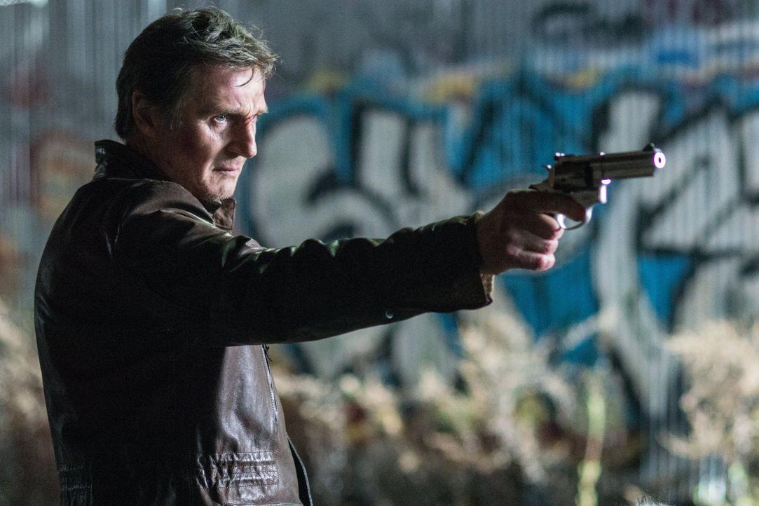 """Einst war er unter dem Spitznamen """"Totengräber"""" eine Legende in der Unterwelt, jetzt jedoch verbringt Profikiller Jimmy Conlon (Liam Neeson) seine T... - Bildquelle: 2013 Warner Bros."""