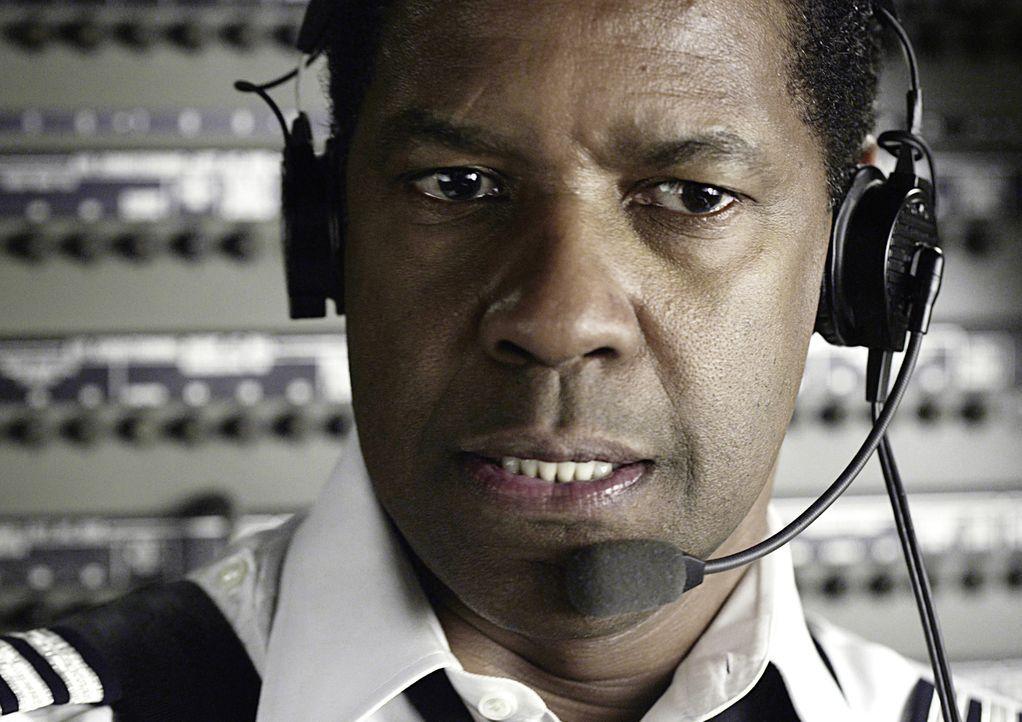 Der routinierte Pilot Whip Whitaker (Denzel Washington) befindet sich auf dem Flug von Orlando nach Atlanta. Nach dem Start herrschen starke Turbule... - Bildquelle: Robert Zuckerman 2012 PARAMOUNT PICTURES. ALL RIGHTS RESERVED. / Robert Zuckerman