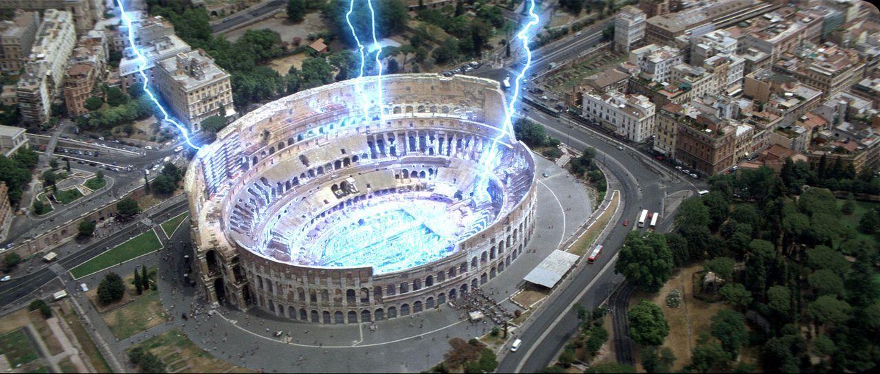 In Rom legt ein elektrischer Supersturm das antike Kolosseum in Schutt und Asche ... - Bildquelle: TM & Copyright   2003 by Paramount Pictures. All Rights Reserved.