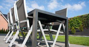 Schick, aber oft mit empfindlicher Sitzfläche sind Alu-Gartenmöbel ausgestatt...
