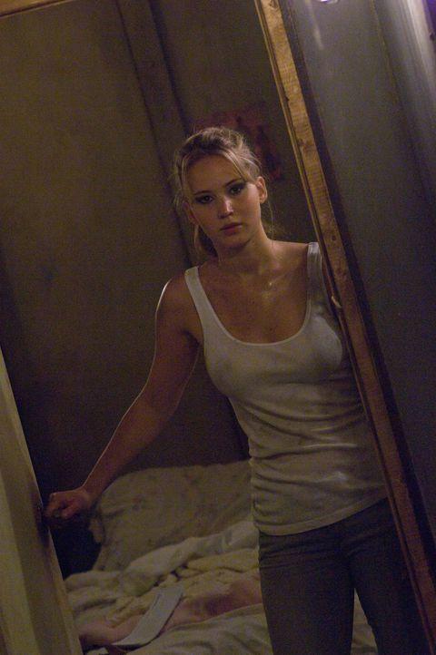 Was ist unter der Falltür im Keller von Ryans Haus? Elissa (Jennifer Lawrence) ist sich nicht sicher, ob sie herausfinden will, was ihr Freund dort... - Bildquelle: 2011 HATES, LLC. All Rights Reserved.