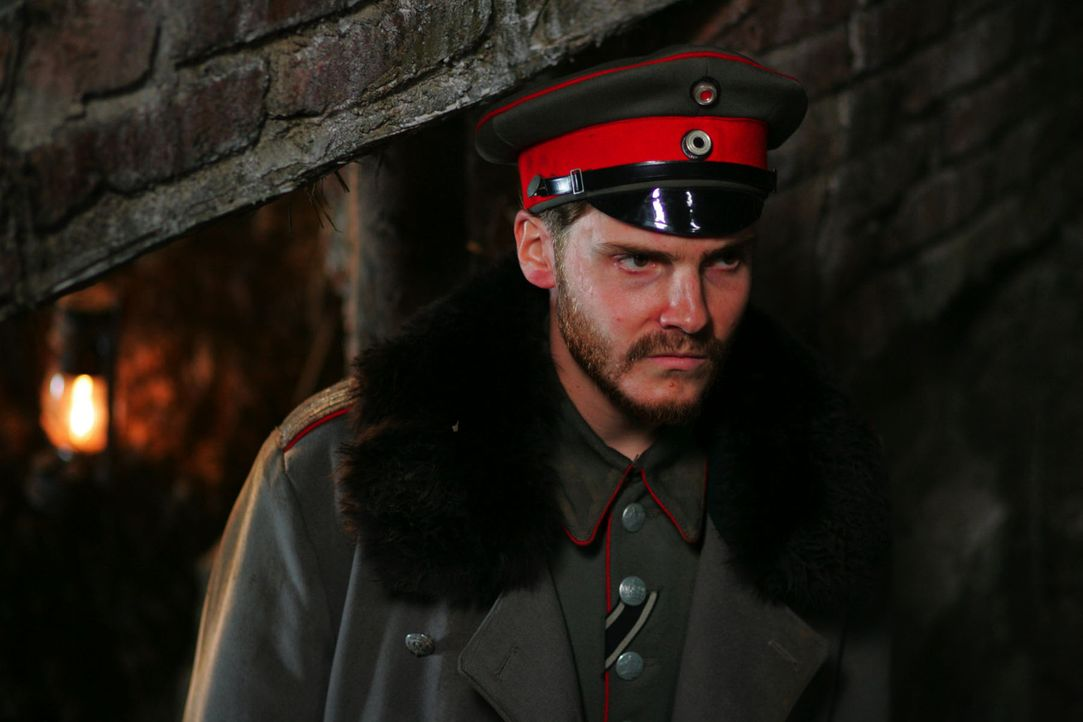Der deutsche Leutnant Horstmeyer (Daniel Brühl) lebt nur für den Krieg. Nachdem seine Männer immer häufiger über die Zeit nach dem Krieg nachde... - Bildquelle: Lolafilms S.A.