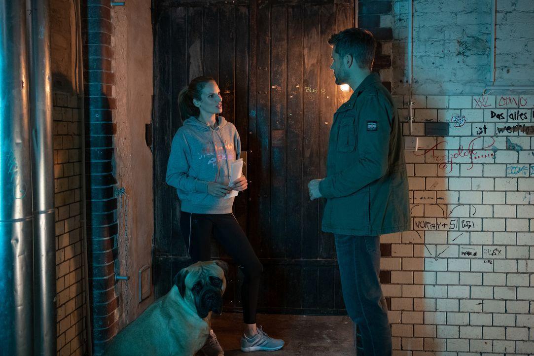 (v.l.n.r.) Rocky; Dr. Sarah Werneburg (Nora Huetz); Elias Decker (Jens Atzorn) - Bildquelle: Christoph Assmann SAT.1/Christoph Assmann