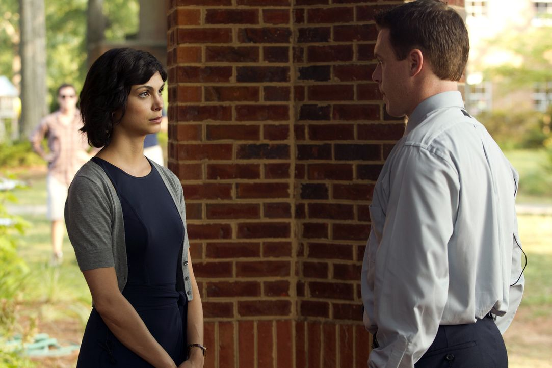 Die Ungewissheit macht  Jessica (Morena Baccarin, l.) und Mike (Diego Klattenhoff, r.) nervös ... - Bildquelle: 2011 Twentieth Century Fox Film Corporation. All rights reserved.