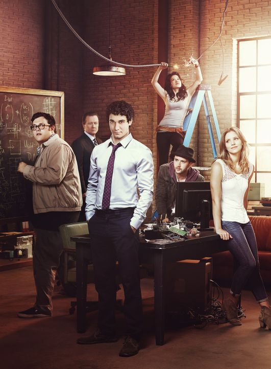 (1. Staffel) - Scorpion - ein Team mit besonderen Fähigkeiten: Walter O'Brien (Elyes Gabel, 3.v.l.), Toby Curtis (Eddie Kaye Thomas, 2.v.r.), Sylves... - Bildquelle: 2014 CBS Broadcasting, Inc. All Rights Reserved