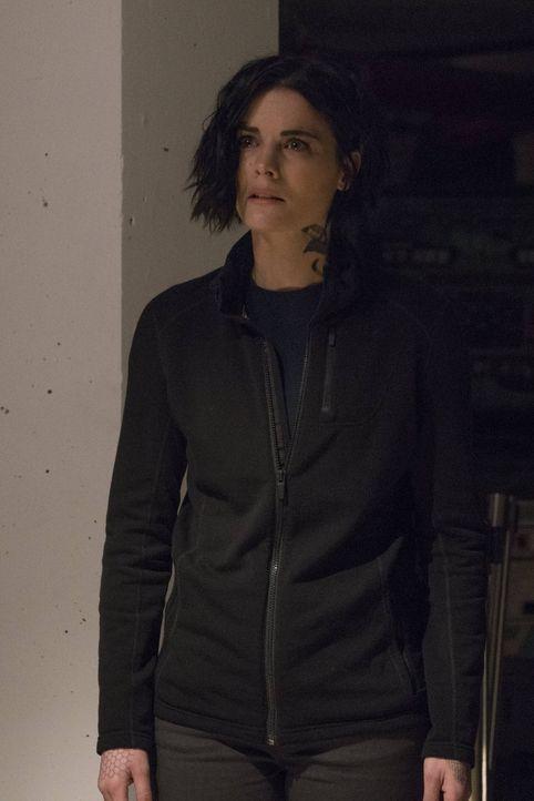 Jane (Jaimie Alexander) muss sich der Tatsache stellen, dass sie für Mayfairs Verhaftung verantwortlich ist ... - Bildquelle: Warner Brothers