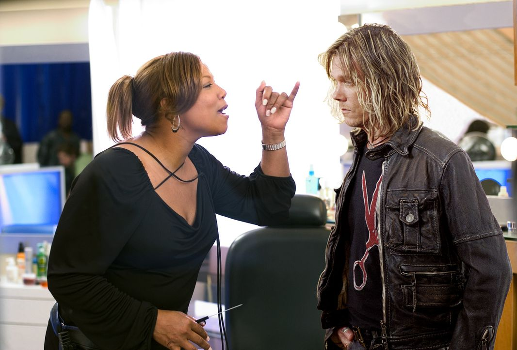 Gina Norris (Queen Latifah, l.) führt einen erfolgreichen Friseursalon, was ihrem Ex-Chef Jorge (Kevin Bacon, r.) gar nicht passt. Noch dazu hat si... - Bildquelle: 2005 METRO-GOLDWYN-MAYER PICTURES INC. ALL RIGHTS RESERVED.
