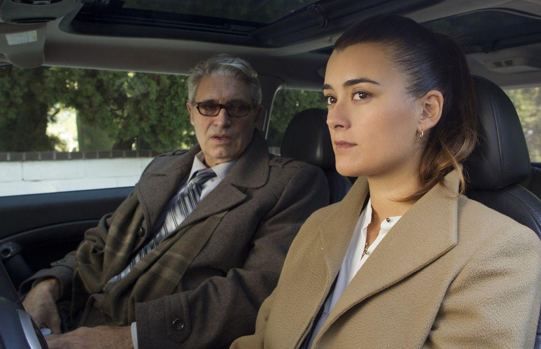 Während das Team eine Verbindung zwischen einem toten Journalisten und einem niederen Marineoffizier untersucht, wird Ziva (Cote de Pablo, r.) vom... - Bildquelle: CBS Television