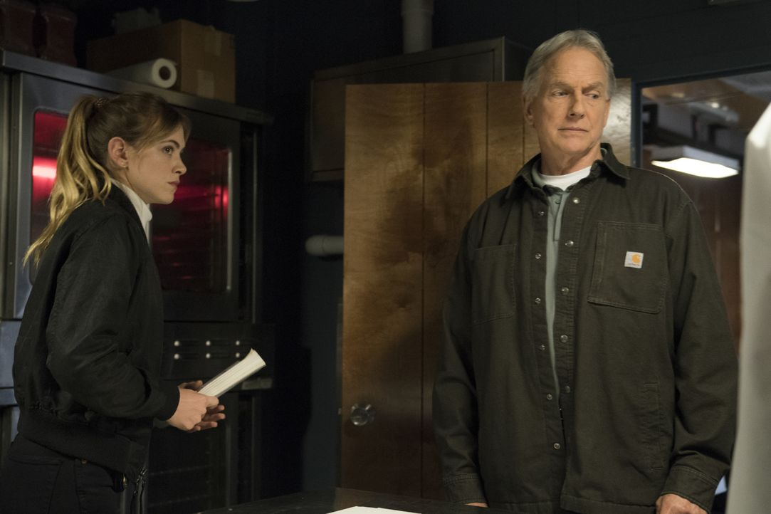 Ellie Bishop (Emily Wickersham, l.); Leroy Jethro Gibbs (Mark Harmon, r.) - Bildquelle: Ali Goldstein 2018 CBS Broadcasting, Inc. All Rights Reserved / Ali Goldstein