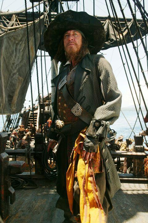 Elizabeth und Will gelingt es mit Hilfe von Captain Barbossa (Geoffrey Rush), Jack Sparrow aus dem Jenseits zu retten, um sich sofort danach ihren G... - Bildquelle: Disney Enterprises, Inc.  All rights reserved